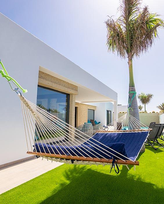 apartamentos yaiza villa sea breeze tumbona