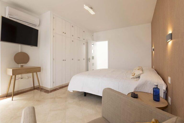 Habitacion-de-matrimonio-de-villa-callao-en-lanzarote-15